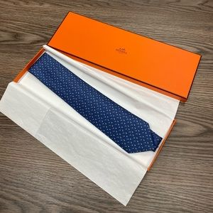 Hermès NWT Navy Squirrel Nuts Pattern Silk Tie
